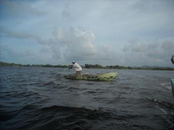 Pescador en Laguna Limon
